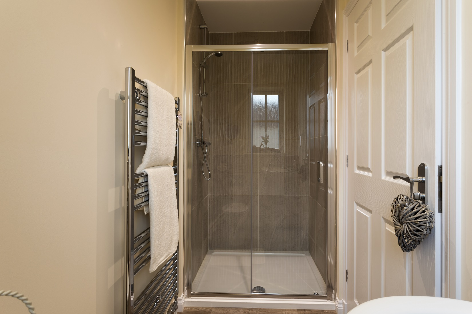 10-Cairnwell-en-suite-shower