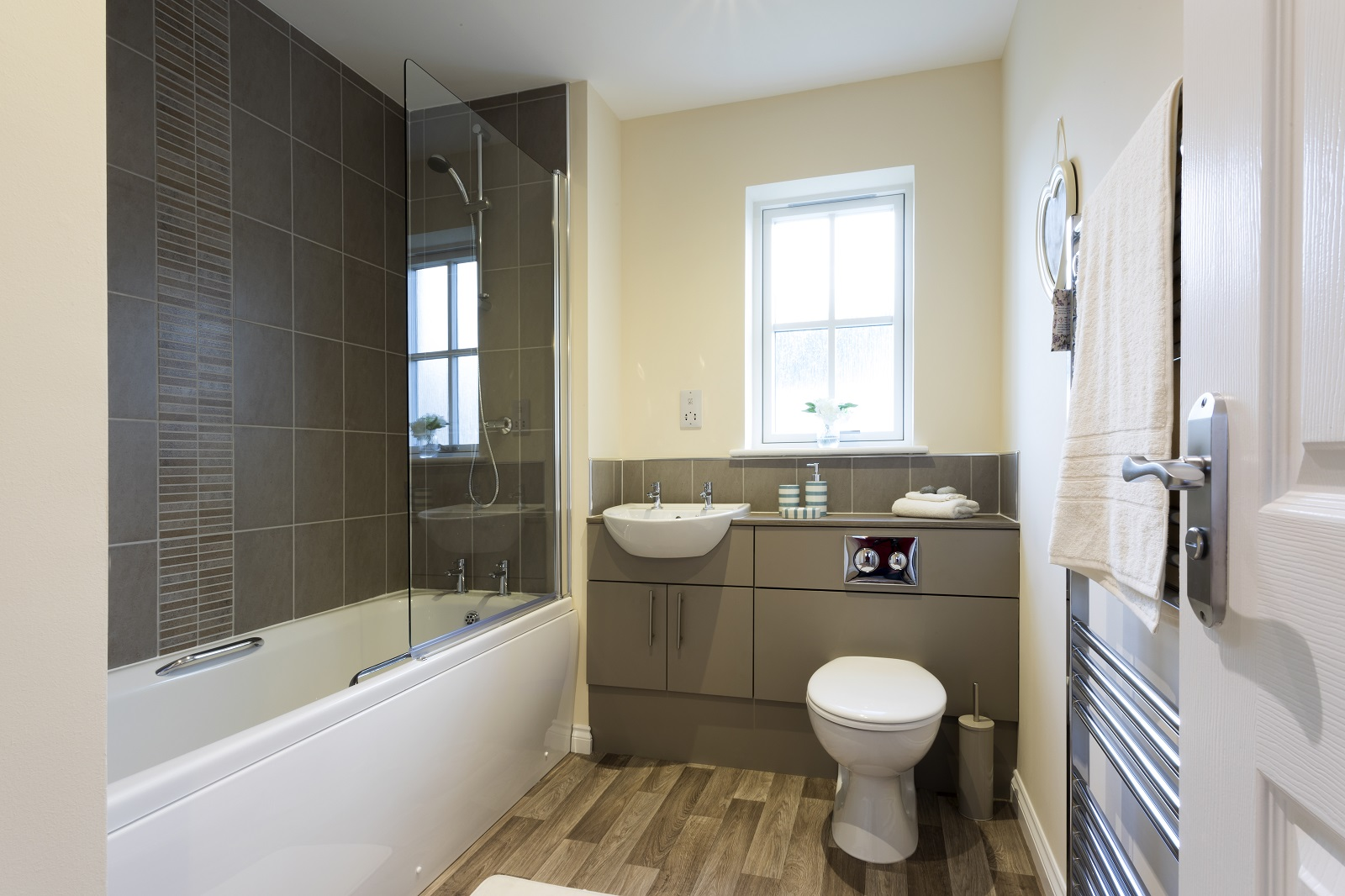 12-Cairnwell-main-bathroom